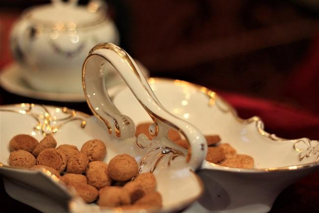 Pebernødder, julestel, julestuer, julepynt, porcelæn