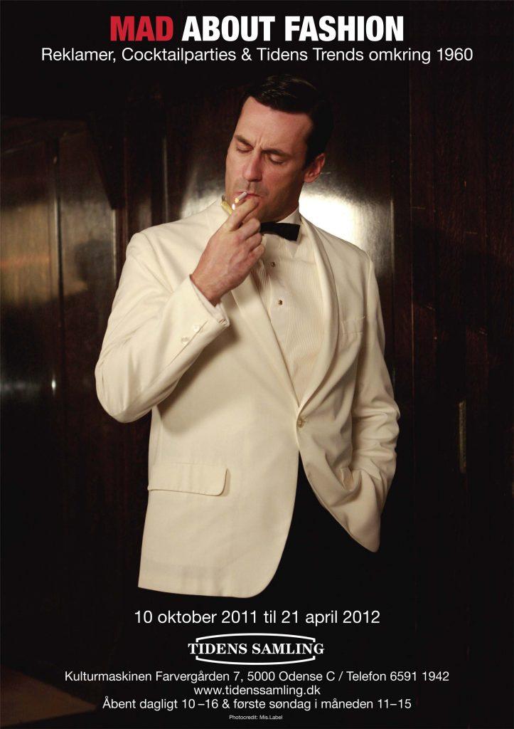 Udstillingsplakat for særudstillingen Mad About Fashion på Tidens Samling - museum for klæder, form og bolig i det 20. århundrede. Kulturinstitutionen i Odense lavede i 2012 udstillingen inspireret af TV-serien Mad Men, hvor mode, elegance og maskullinitet og femininitet var i højsædet, reklamer, cocktailparties og tidens trends omkring 1960