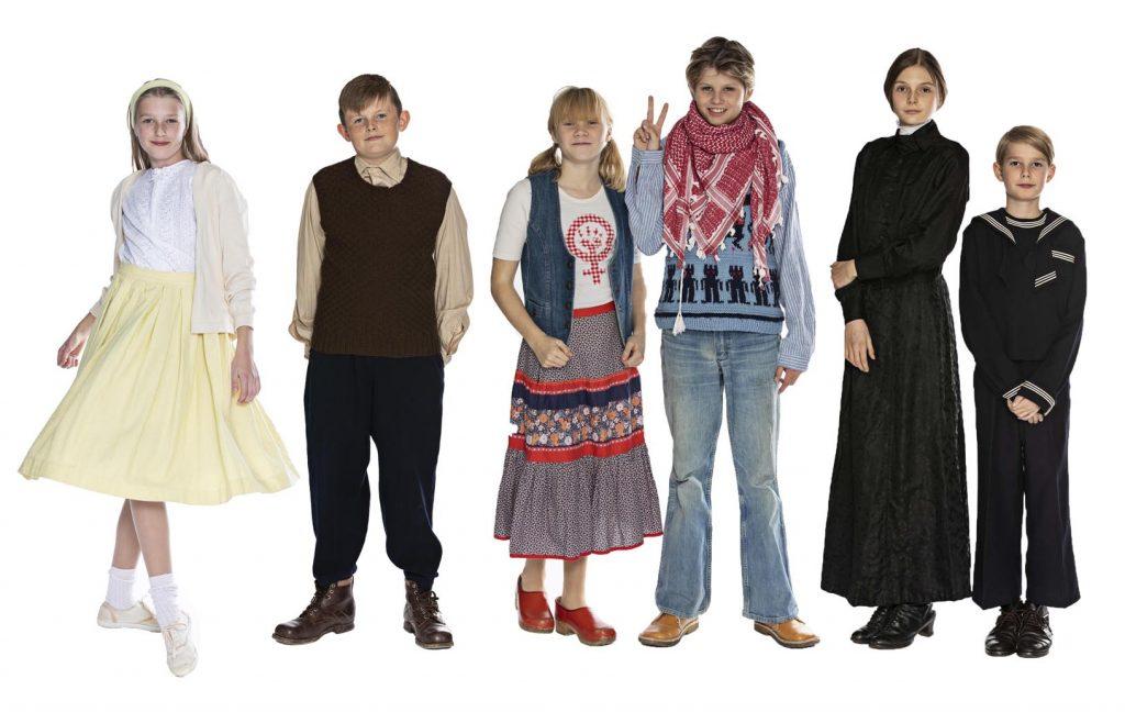 Mode i det 20. århundrede, tøj og beklædning i 1900-1990'erne, 50'er-pige, 30'er-dreng, 70'er-pige og 70'er-dreng, 1900-dreng, 1910'er-pige, originalt tøj og beklædning fra museet Tidens Samling, historie på en ny og anderledes måde, museum for klæder, form og bolig i det 20. århundrede, Kulturmaskinen, Farvergården, Brandts Klædefabrik, Odense