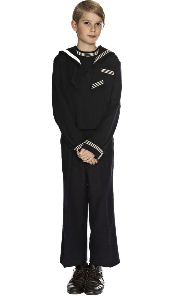 Dreng i matros tøj fra starten af 1900-tallet, 1900-1910, originalt tøj fra museet Tidens Samling, museum for klæder, form og bolig i det 20. århundrede, Kulturmaskinen, Farvergården, Brandts Klædefabrik, Odense