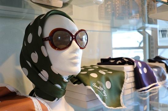 Silketørklæde, nostalgi, prikker, grønt, køretørklæde, Farvergården, Brandts Klædefabrik, Odense