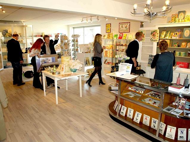 Tidens Samlings museumsbutik, retrovarer, nostalgi, bøger, kort, plakater, legetøj, tørklæder, Farvergården 7, Odense