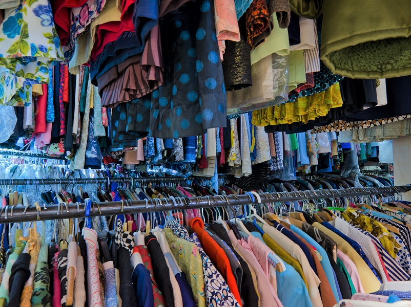 Udlejning af beklædning, tøj, kostumer, accessories, tasker, smykker, møbler, rekvisitter, nips, boligindretning fra det 20. århundrede, udlejning, Tidens Samling, museum for klæder, form og bolig i det 20. århundrede, Odense