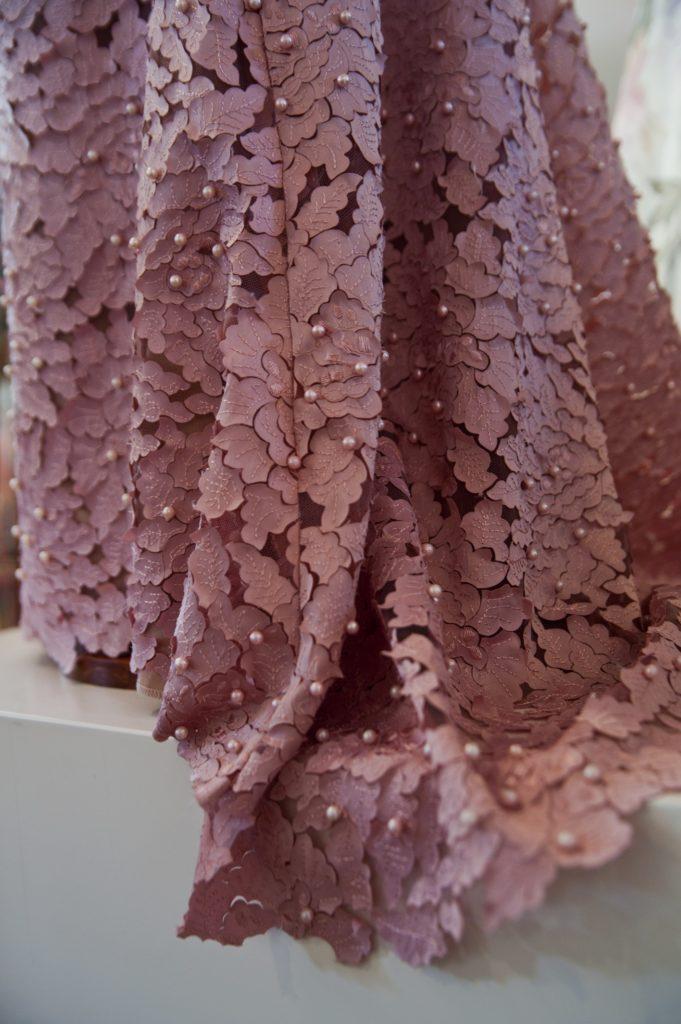 Årets kjole i særudstillingen 'Klædt på til alle tiders selskab' på Tidens Samling