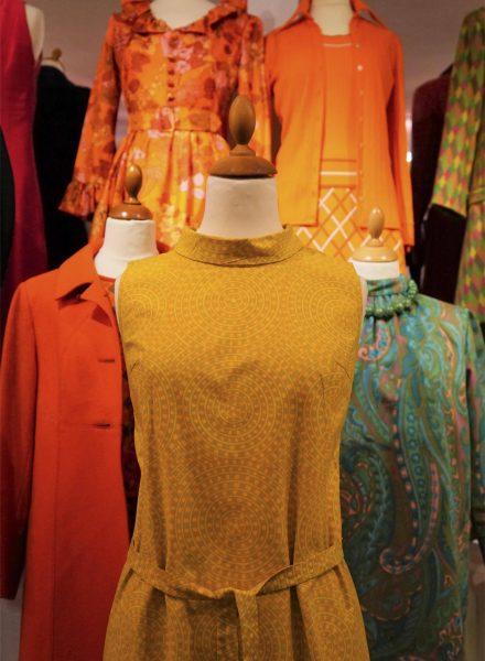 Mode og flotte kjoler fra 1960'erne, særudstilling 2019 på museet Tidens Samling, museum for klæder, form og bolig i det 20. århundrede, Kulturmaskinen, Farvergården, Brandts Klædefabrik, Odense